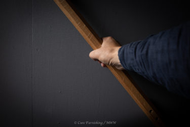 木製手すり・手に触れるものは木製が良い・経年変化で味わい深くなる天然ハニービーワックス仕上げ Wooden is good for what you touch.